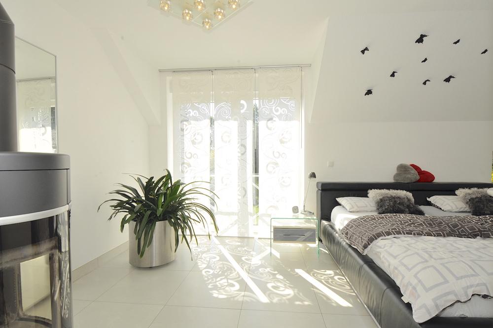 Schlafzimmer mit Kaminofen
