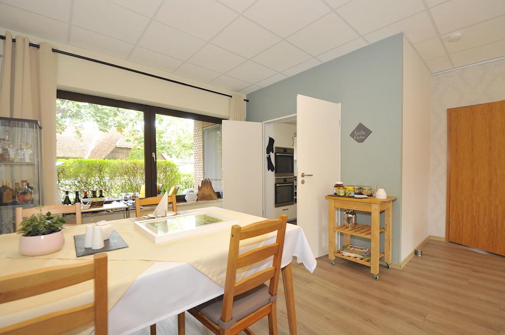 Großer Raum als Wohn-Esszimmer oder Büro