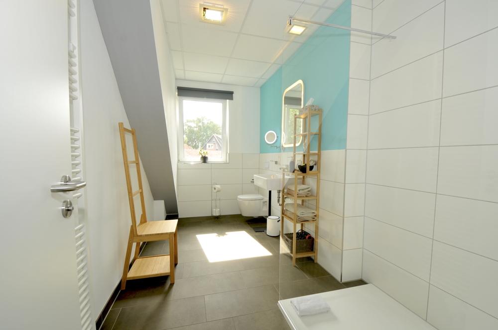 Badezimmer von Zimmer 1 im Obergeschoss